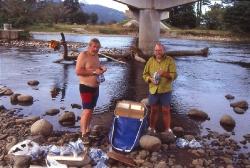 Alf og jeg skifter vand i Rio Guarumo