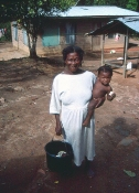 Bedstemoderen på bopladsen Djomongo